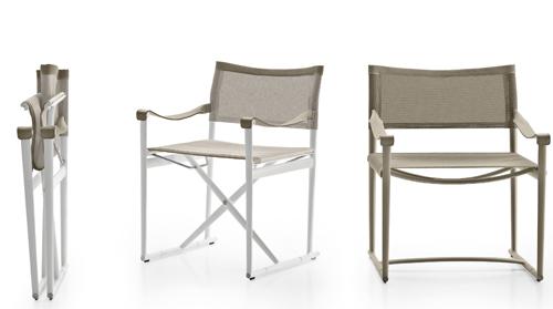 Antonio Citterio rivisita la celebre sedia regista nella versione outdoor, leggera e apri e chiudi. Si chiama Mirto, prodotta da B&B Italia