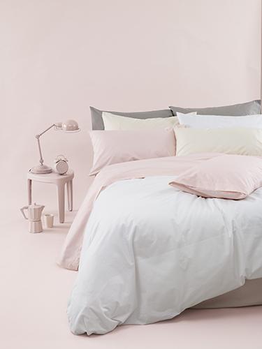 Set per la camera da letto declinato nelle tonalità pastello