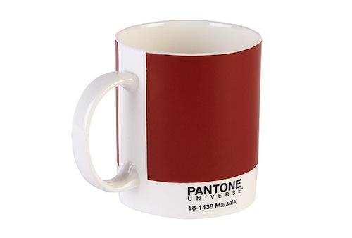 Da Pantone, una tazza color Marsala con tanto di codice identificativo