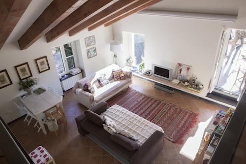 La casa è un nido nell'incantevole cornice delle Cinque Terre liguri, dove Malika ama rifugiarsi. La cantante abita infatti tra Milano e Berlino