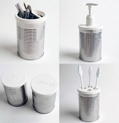 Barattoli di latta da riutilizzare in bagno per contenere gli spazzolini o il sapone