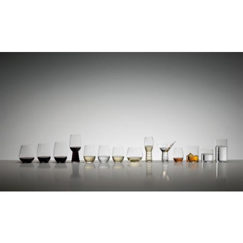 La serie O di Riedel è originariamente studiata per esaltare le caratteristiche organolettiche dei più rinomati vitigni del mondo. Sono calici senza stelo perfetti anche per cocktail e aperitivi. La confezione da 2 pezzi costa 19,90 euro