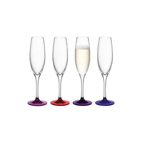 Flute della collezione Coro di Lsa International. Il colore sulla base è applicato a mano, oltre a questa tonalità è disponibile anche la variante verde e blu. Set di 4 bicchieri da champagne 40 euro
