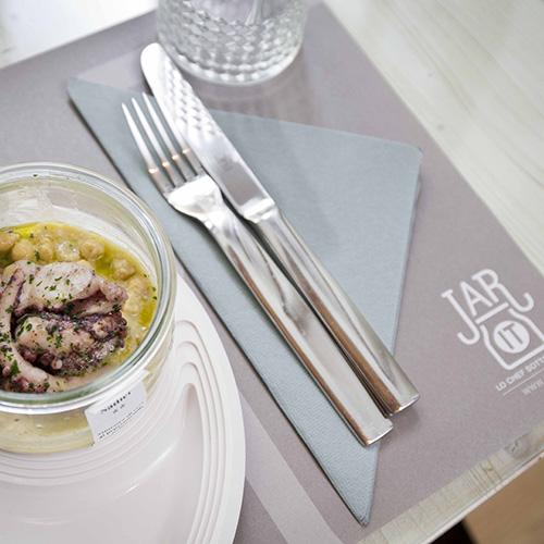 """Al ristorante Jarit di Milano e Varese gli chef della cucina italiana finiscono """"sotto vetro"""". A prezzi accessibili si può gustare un piatto gourmet in un vaso monoporzione"""