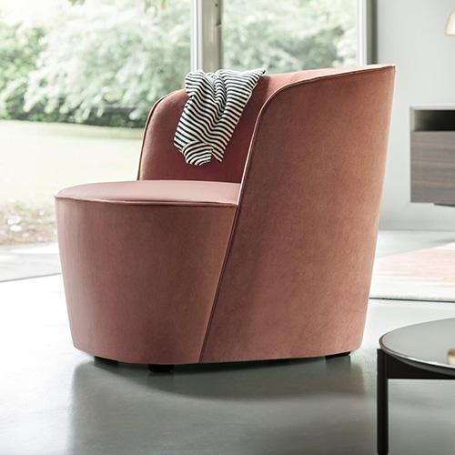 Il designer Roberto Lazzeroni sceglie il rosa quarzo per la poltrona Felix di Lema