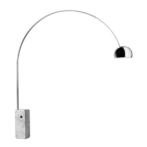 Lampada Luminator, progetto del 1955 di Achille e Pier Giacomo Castiglioni, produzione Flos