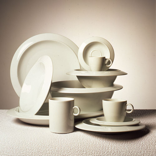 Piatti Bavero, progetto del 1987 di Achille Castiglioni, produzione Alessi