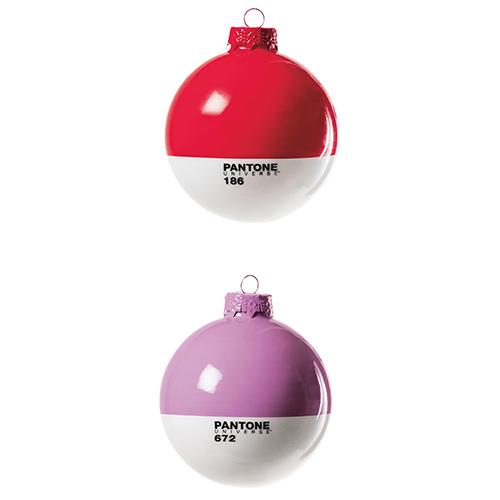 Un tocco di design al vostro albero con le Xmas Balls di Seletti della linea Pantone. Dieci i colori disponibili; oltre alla classica versione rossa c'è anche quella in rosa. Per un albero di tendenza scegliete questa nuance eletta dall'istituto americano colore dell'anno 2016. Costano 7,80 euro l'una