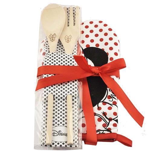 Per lei eterna bambina: in cucina con Minnie grazie al guanto da forno e i mestoli in legno di Coriex per Disney (12,50 euro)