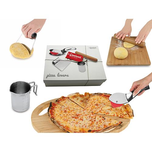 Passione pizza: nella scatola da regalo Pizza Lovers de I Genietti di Ipac c'è tutto l'occorrente per farla in casa (35 euro)