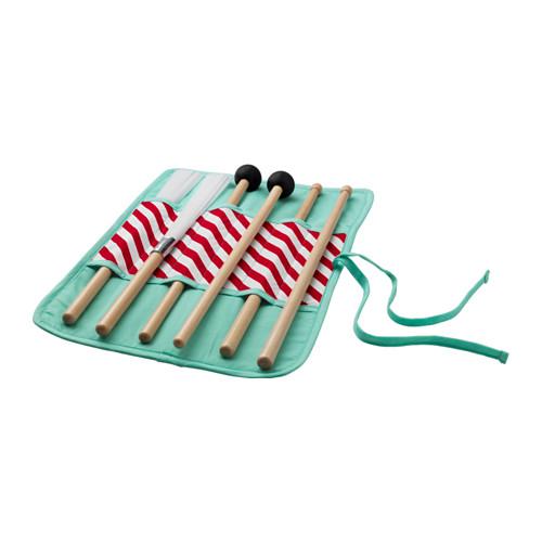 Per i futuri musicisti che hanno il ritmo nel sangue Ikea dedica la collezione di strumenti a percussione Lattjo. Questo gioco aiuta il bambino a sviluppare l'attività motoria e la coordinazione occhio/mano (14,99 euro)