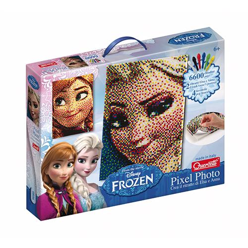 Per piccole principesse: Elsa e Anna sono le protagoniste del nuovo Pixel Photo Frozen firmato Quercetti. Il gioco con i chiodini colorati permette di riprodurre i ritratti delle loro beniamine e realizzare un quadro con cui decorare e personalizzare la propria cameretta (22,90 euro circa)
