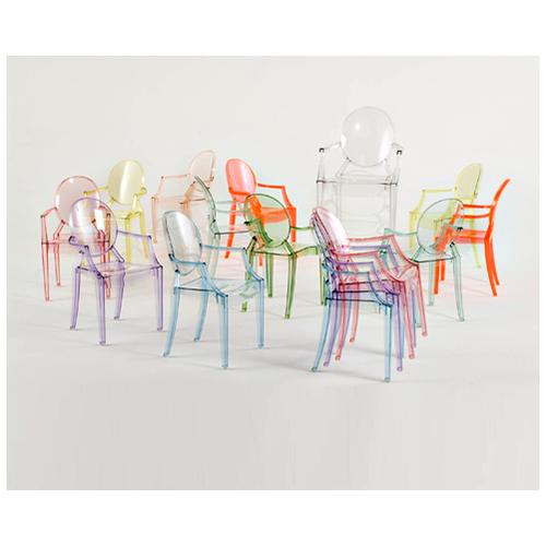 Lou Lou Ghost è la versione baby della  Louis Ghost disegnata da Philippe Starck per Kartell. È disponibile in una vasta gamma di colori allegri e giocosi