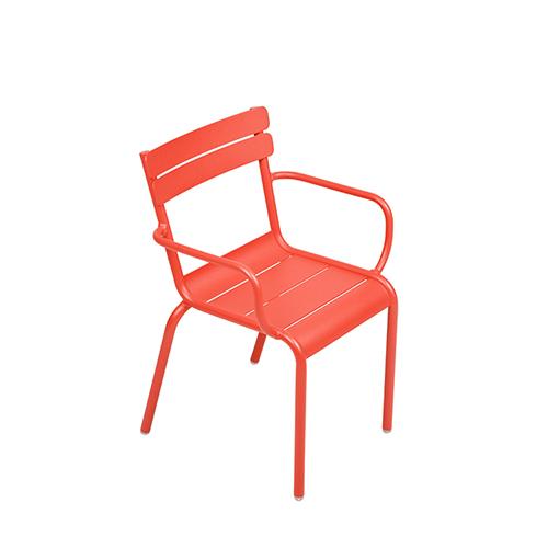 Ideale per gli esterni, la collezione Luxembourg Kid di Fermob è realizzata con un trattamento ad alta protezione. Adatta ai bambini dai 3 ai 6 anni, la linea si compone di poltroncine e sedie