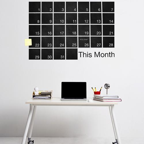 Non solo in ufficio ma anche in casa. Gli stickers della collezione Mind Wall di Weew Smart Design permettono di annotare impegni e idee da non dimenticare durante tutto il mese. Disponibili anche memo giornalieri o settimanali (40 euro)