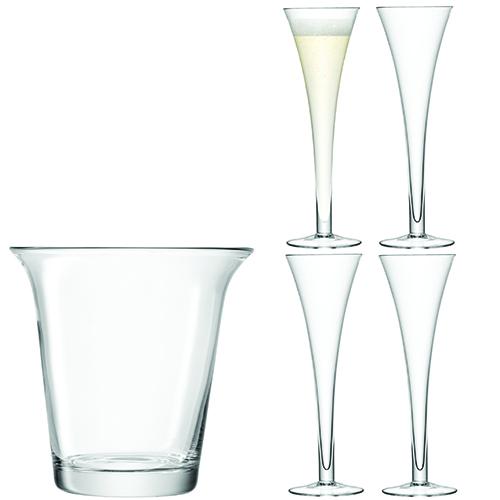 Per brindare alla giornata più romantica dell'anno il set di Lsa International con secchiello champagne e 4 flute (110 euro)