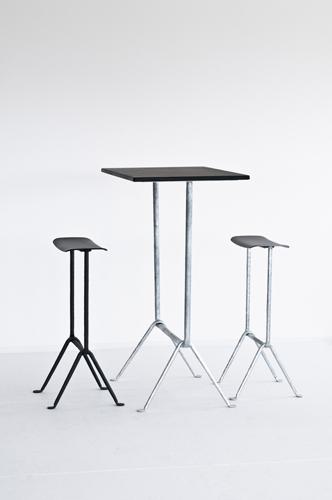 Magis, Officina di Ronan e Erwan Bouroullec. Dopo i tavoli la collezione si è estesa anche a sedie e sgabelli che ne richiamano la struttura inizial. Courtesy of Magis, photo Contratti Company