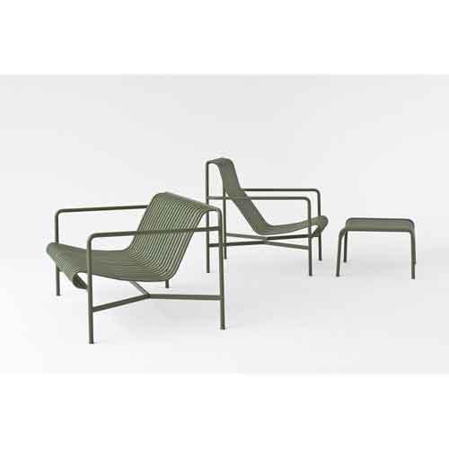 Hay, Palissade di Ronan e Erwan Bouroullec. La collezione per l'outdoor è formata da 13 elementi, tra cui sedie, poltrone, divani, sgabelli e tavoli. Tutti disponibili in verde oliva, antracite e grigio chiaro