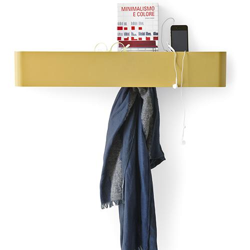 Non solo appendiabiti, ma anche svuota-tasche: Bumper di Calligaris ha un utile vano per riporre i vari oggetti di piccole dimensioni che portiamo con noi quotidianamente (92 euro)