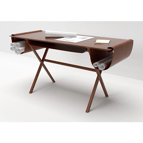 Disegnata da Giorgio Bonaguro per Valsecchi 1918, Oscar è una scrivania progettata pensando ai tavoli da lavoro degli architetti, sempre ingombri di fogli e matite. Il suo nome è infatti ispirato proprio ad un architetto: Oscar Niemeyer. È  realizzata in legno massello e morbida pelle  (1.280 euro)