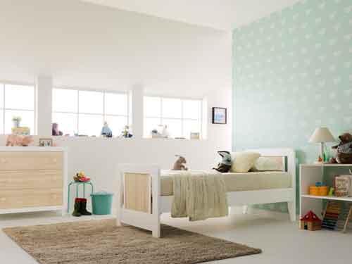 Pali, Collezione Anouk in legno di faggio stagionato e pannelli in mdd per lettini e mobili. Qui il letto è ?trasformabile junior?: cm 197 x 88 x 90 h