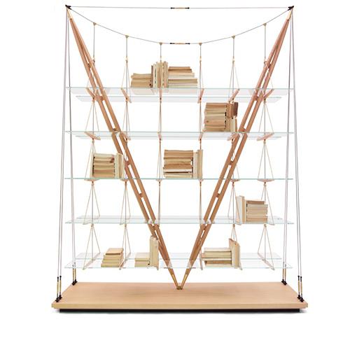 Chiamato Veliero per l'allusione alla carpenteria nautica, questa libreria incarna la leggerezza strutturale e visiva tipica della poetica di Albini (Collezione Cassina I Maestri)