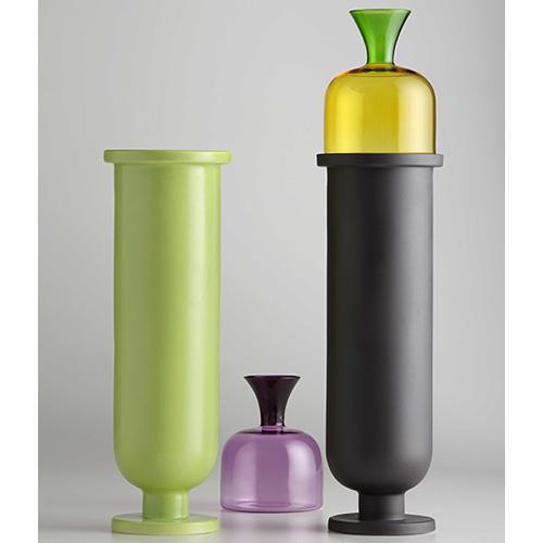 Table Joy di Aldo Cibic & Matteo Cibic per Paola C. è composto da un basetto più un mini cuppino (435 euro)