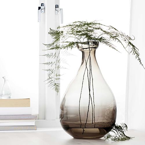 Vardin di Ikea: il vetro esalta la bellezza delle composizioni floreali (19,99 euro)