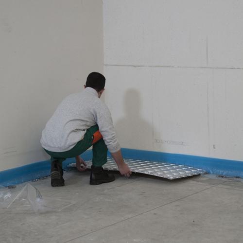 7. Il benessere termico: il riscaldamento radiante a pavimento di Comisa, nel momento della posa