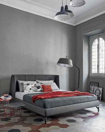 Bonaldo, Basket Air di Mauro Lipparini. La nuova versione air di questo letto ha una struttura con i piedi a vista in metallo nei colori: verniciato bianco, grigio antracite, tortora e amaranto. Il rivestimento, in tessuto o in pelle, è completamente sfoderabile