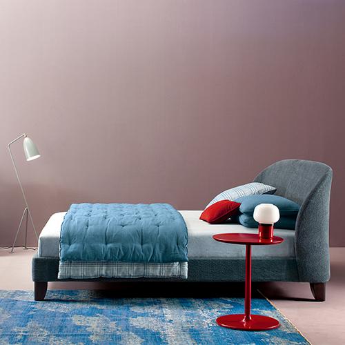 La collezione Carnaby di Twils si ispira agli anni della Swinging London e ai suoi look colorati e innovativi (cuscini da 72 a 109 euro)