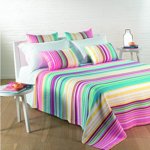 I colori vivaci dell'arcobaleno su lunghe righe sottili o più spesse: la proposta firmata Caleffi è un'esplosione di allegria (a partire da 33 euro)