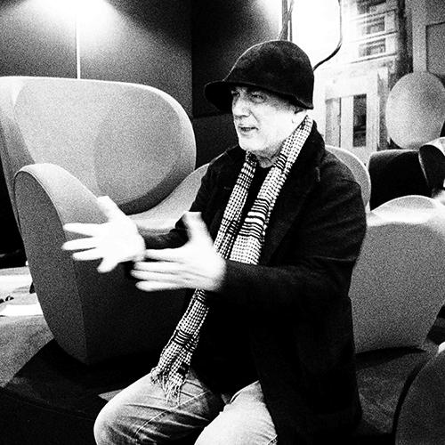 Il designer israeliano annuncia che sta realizzando una grande scultura in movimento per la Royal Academy, un'altra da collocare davanti a St.Pancras e sarà la prima cosa che si vedrà arrivando da Parigi con l'Eurostar. E poi una grande installazione per la Roundhouse