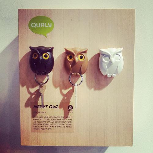 Per chi rischia spesso di perdere le chiavi di casa, c'è il simpatico Night Owl di Qualy Design