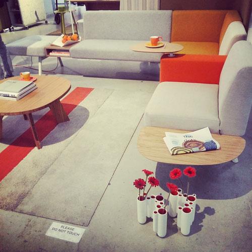 Il progetto Home è un'intera casa arredata dal designer Robert Bronwasser: ogni stanza un colore diverso. La sala sui toni dell'arancione