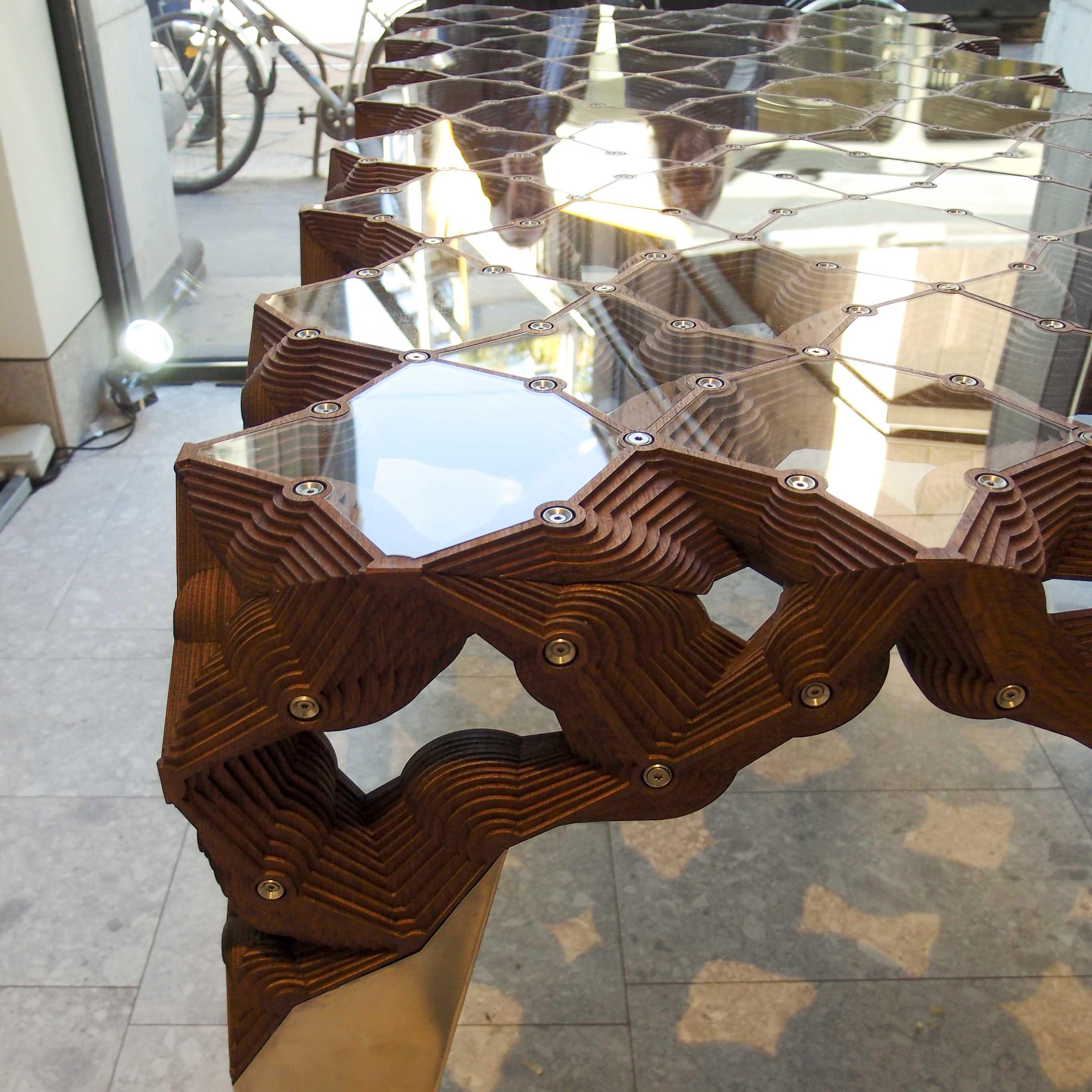 Masterly, The Dutch in Milan: il tavolo scultura Le Reflet di Sven Hulsbergen Henning per HenningMade