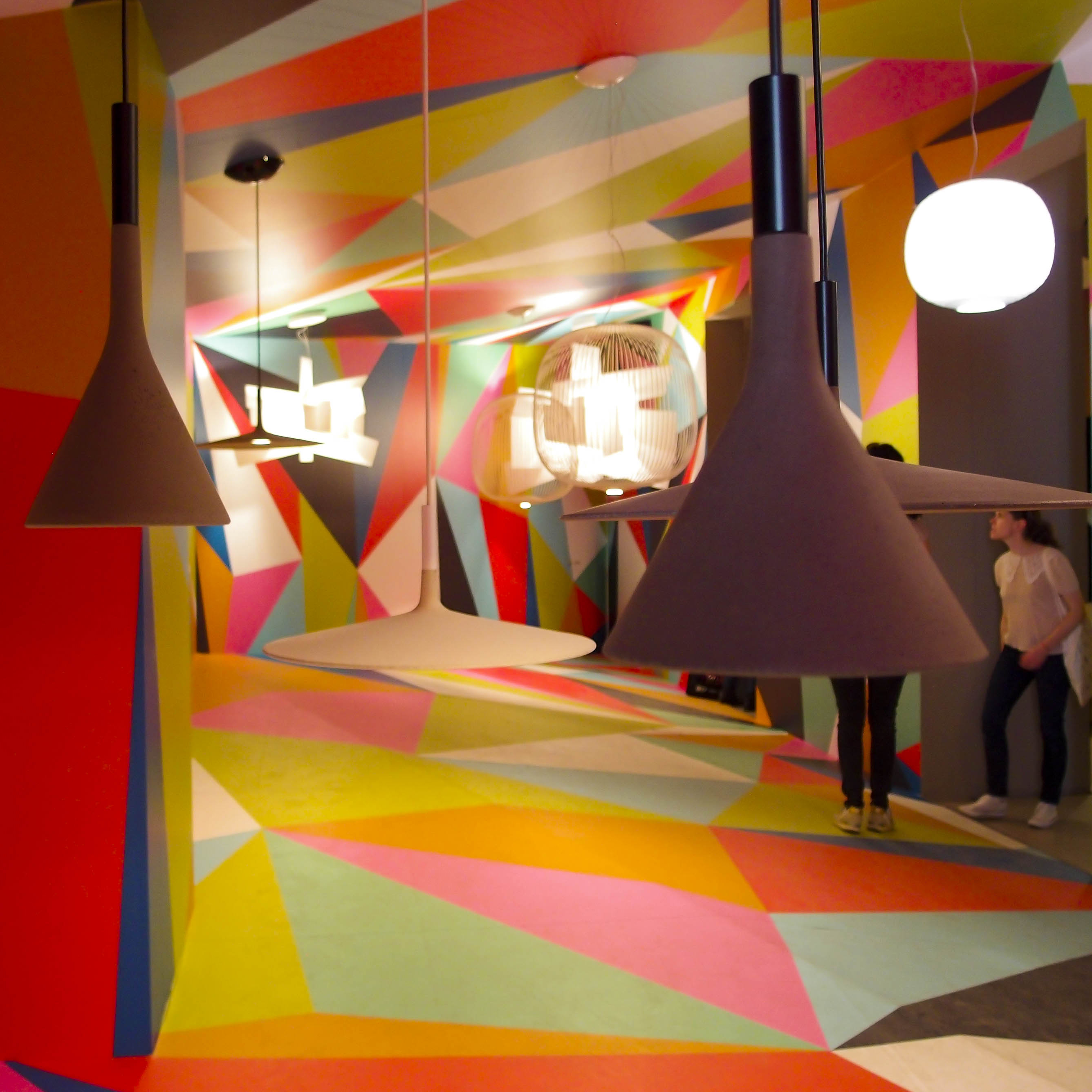 Foscarini: l'installazione realizzata da Ferruccio Laviani nello showroom dell'azienda