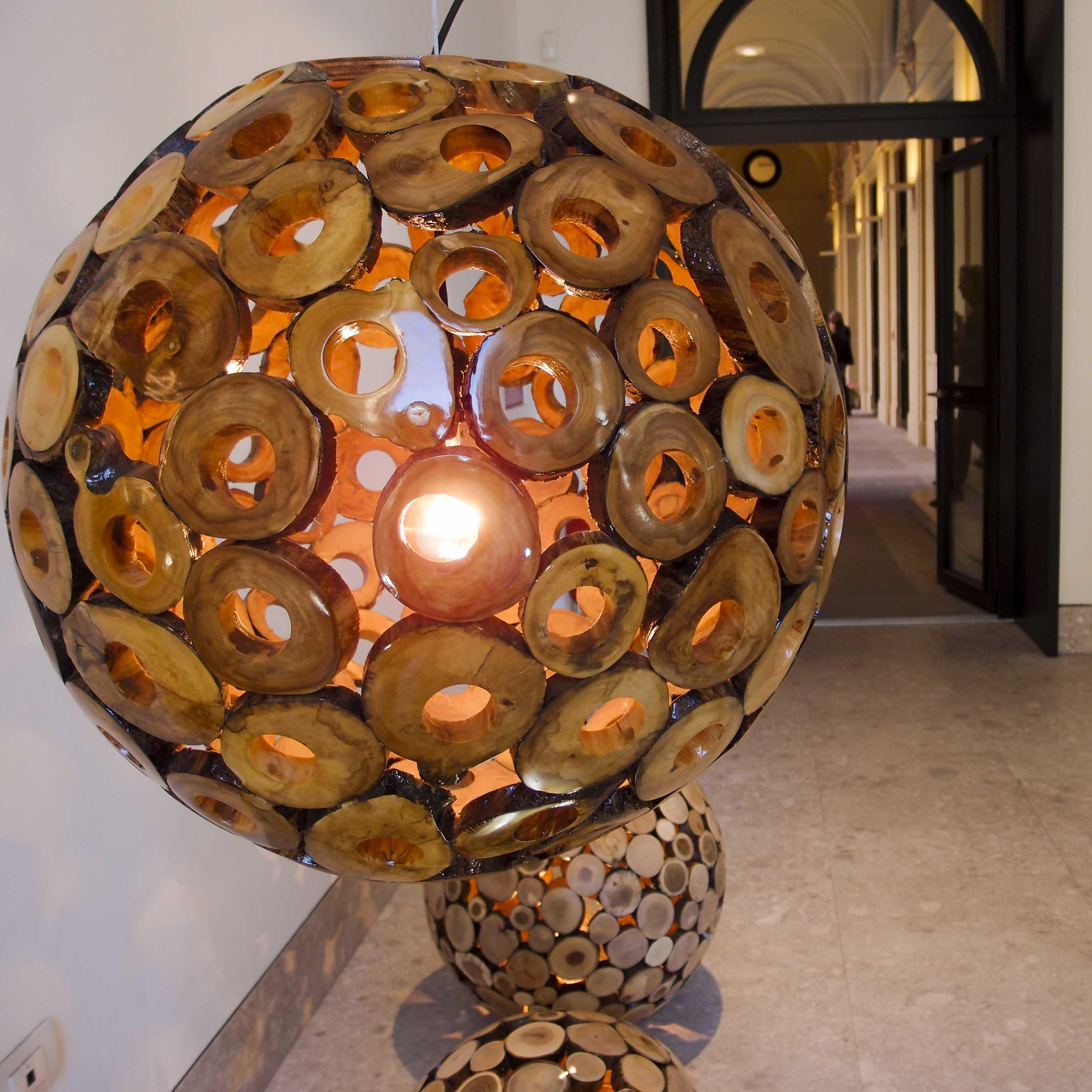 Masterly, The Dutch in Milan: una lampada in legno di Studio of Eden che crea prodotti sostenibili