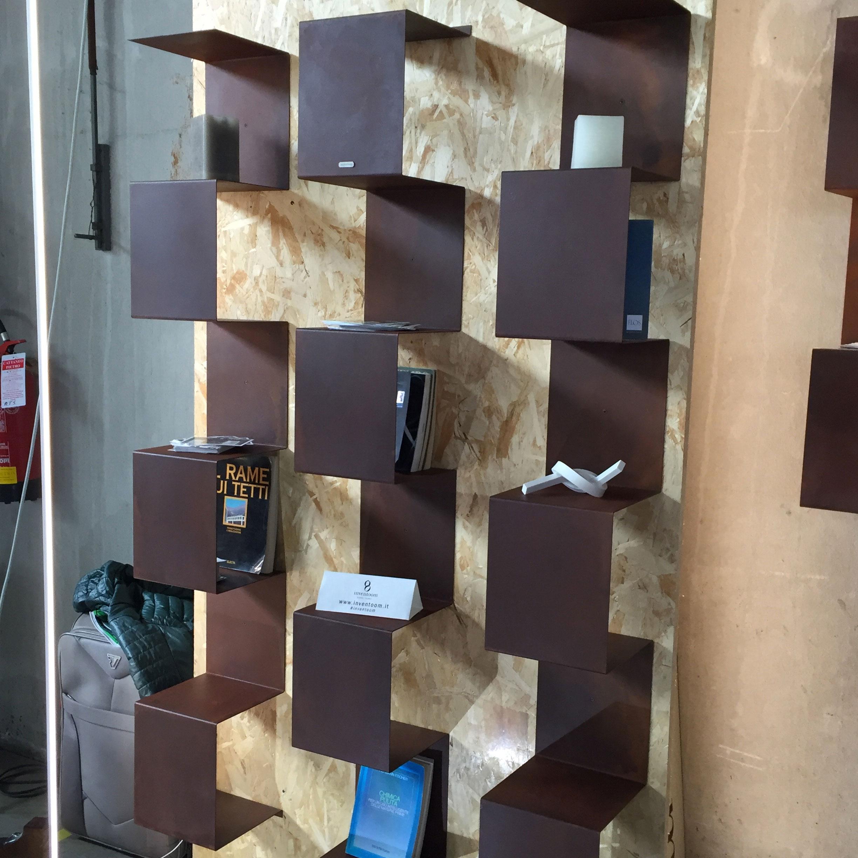"""Libreria a parete """"Segmento"""" di Inventoom"""