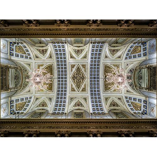 Due lampadari illuminano la grande Sala Napoleonica (o Sala Bonaparte). Gli altri due, identici per struttura e materiali ma di dimensioni inferiori, sono collocati nella Sala Gian Galeazzo