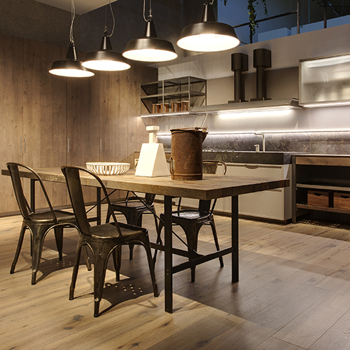 K-Lab, la nuova cucina di Giuseppe Bavuso per Ernestomeda, si ispira ai grandi banchi da lavoro degli ambienti industriali