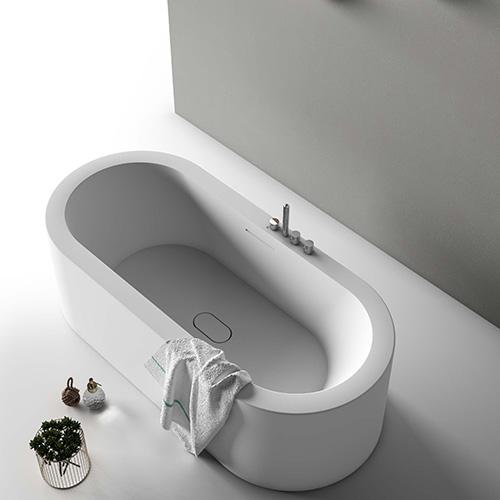 La vasca da bagno di Planit Ooh! è perfetta per chi ama immergersi poiché si caratterizza per un interno profondo