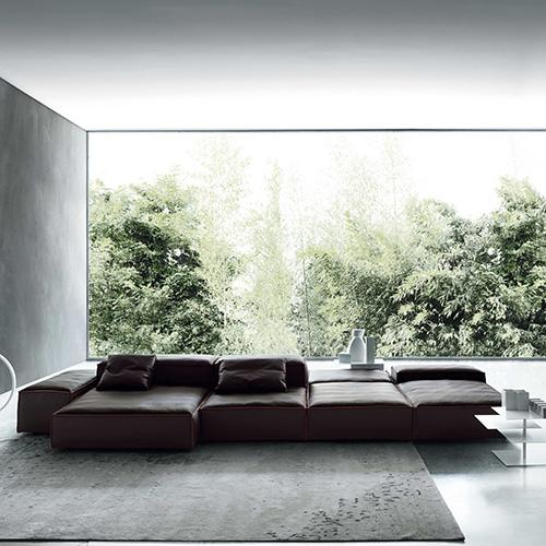 """Per chi ama i divani in pelle: Extrasoft di Piero Lissoni per Living Divani è composto da sedute accoglienti di diverse dimensioni che creano una composizione a """"isola"""" (nella foto di apertura Extra Wall)"""