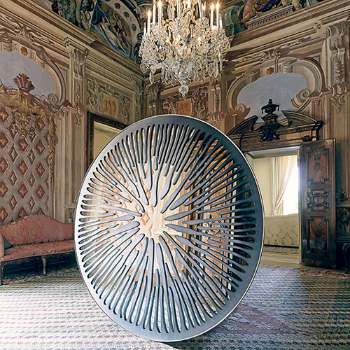 Pupilla in alluminio e grafite a Villa D'Acquarone di Gianluca Pacchioni, categoria Legno e arredo