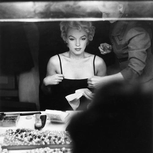 Marilyn Monroe nel suo camerino a New York, 1955 (foto Pinterest)