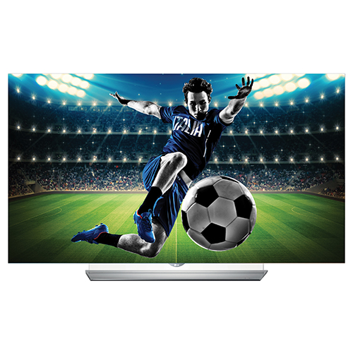 Il nuovo modello TV OLED EF950V di Lg ha un pannello ultrasottile che permette una visione immersiva da qualsiasi angolo e distanza si guardi la televisione