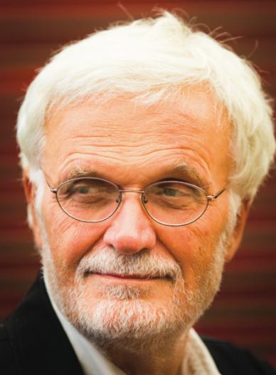 Premio Compasso d'Oro alla Carriera a Ezio Manzini: per più di due decenni ha lavorato nel campo del design per la sostenibilità. Recentemente i suoi interessi si sono focalizzati sull'innovazione sociale, considerata come uno dei maggiori agenti del cambiamento