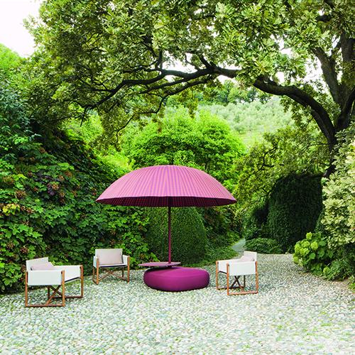 Bistrò, il parasole di Paola Lenti richiudibile e disponibile in due versioni, piatto o a cupola