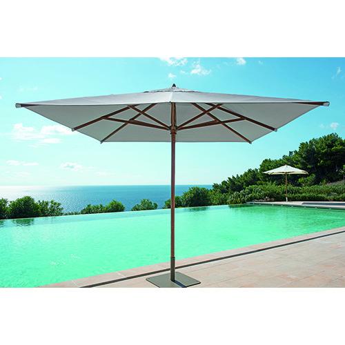 Classic di Ethimo, l'ombrellone quadrato, rettangolare o rotondo con struttura in legno, carrucola per apertura e chiusura, telo in diversi colori