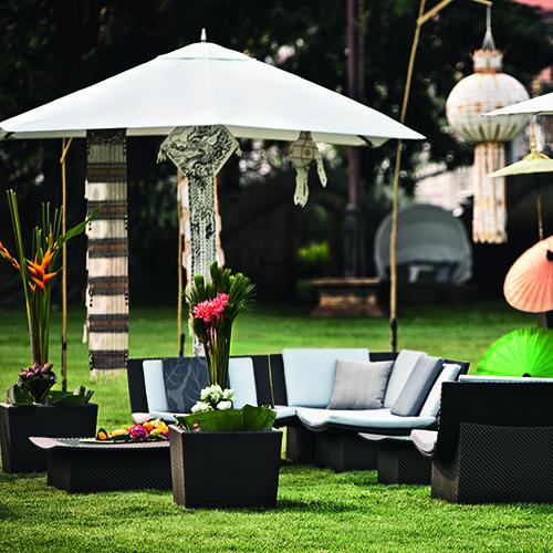 Parasol di Dedon, la copertura leggera a forma quadrata o esagonale, con un diametro di 2 metri e 60 centimetri. Con tettuccio di stoffa facile da pulire appositamente sviluppato per usi esterni